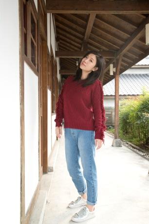 sweater_0004_background-copy-2